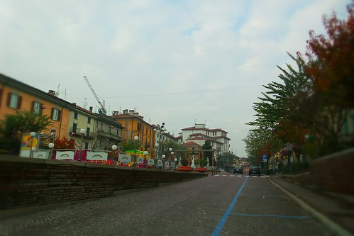 Piazza Garibaldi a Mezzogiorno