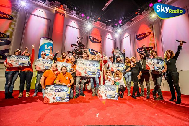 Joep Sertons en Sander Janson winnen 3e prijs voor Stop Pesten Nu in Christmas Tree For Charity 2014 van Sky Radio
