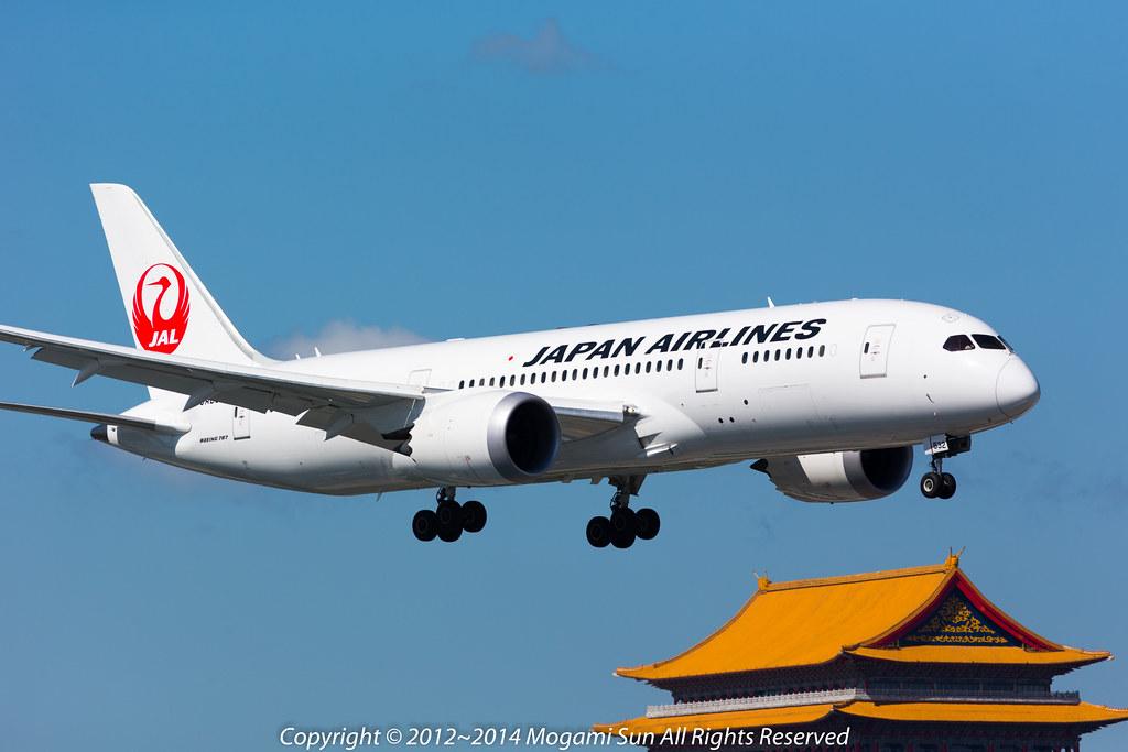 B787-8 JA832J-7
