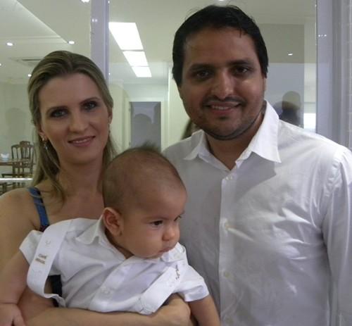 Rafael com os pais Bárbara e Rodrigo Branco