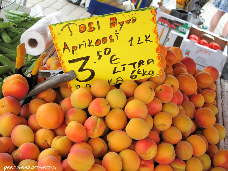 helsin_mkt_apricots_web