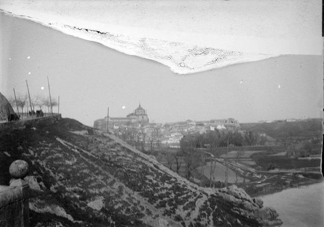 Hospital Tavera desde el Puente de Alcántara en 1899. Fotografía de René Ancely © Marc Ancely, signatura ANCELY_1899_2551_2555