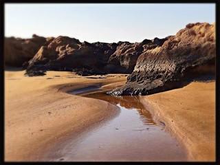 Rinnsal am Strand auf Zypern