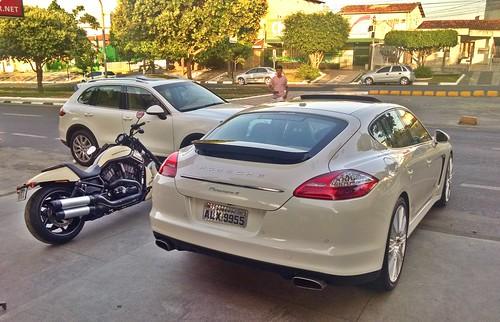 Porsche Panamera 4, Harley-Davidson Night Rod Special e Porsche Cayenne S