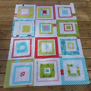 Original #redandaquabee 3×4 block baby quilt layout.