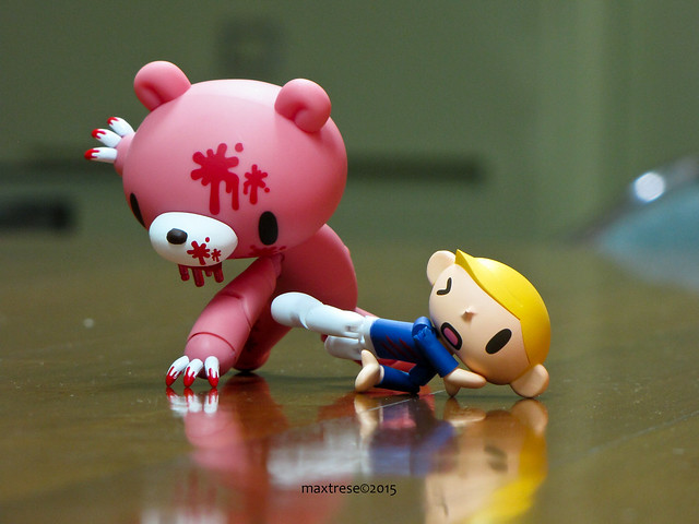 Revoltech Gloomy Bear (bloody ver) in action