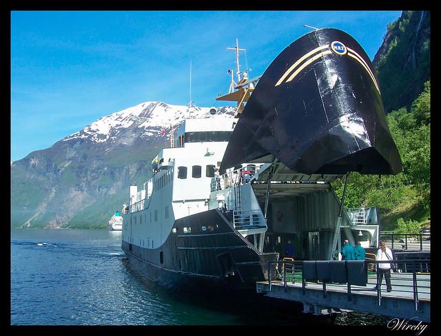 Fiordos noruegos Storfjord Geiranger Hellesylt Briksdal Loen - Nuestro ferry en Geiranger