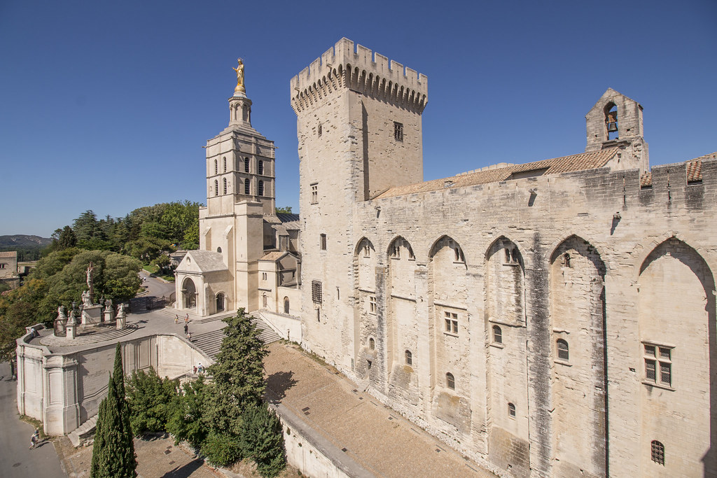 Provence cyling Avignon Pope Palace 2