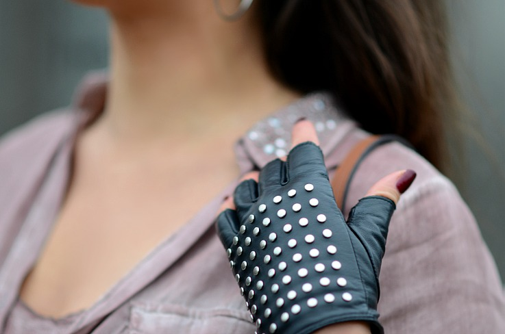 DSC_7903 Studded fimgerless leather gloves, Tamara Chloé