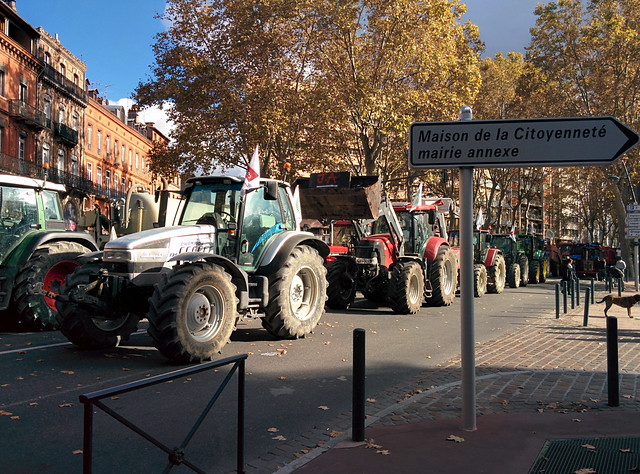 farm protest on Boulevard Lazare Carnot
