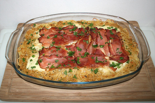 34 - Pasta bake with bacon & mozzarella - Finished baking / Spaghettiauflauf mit Speck & Mozzarella - Fertig überbacken