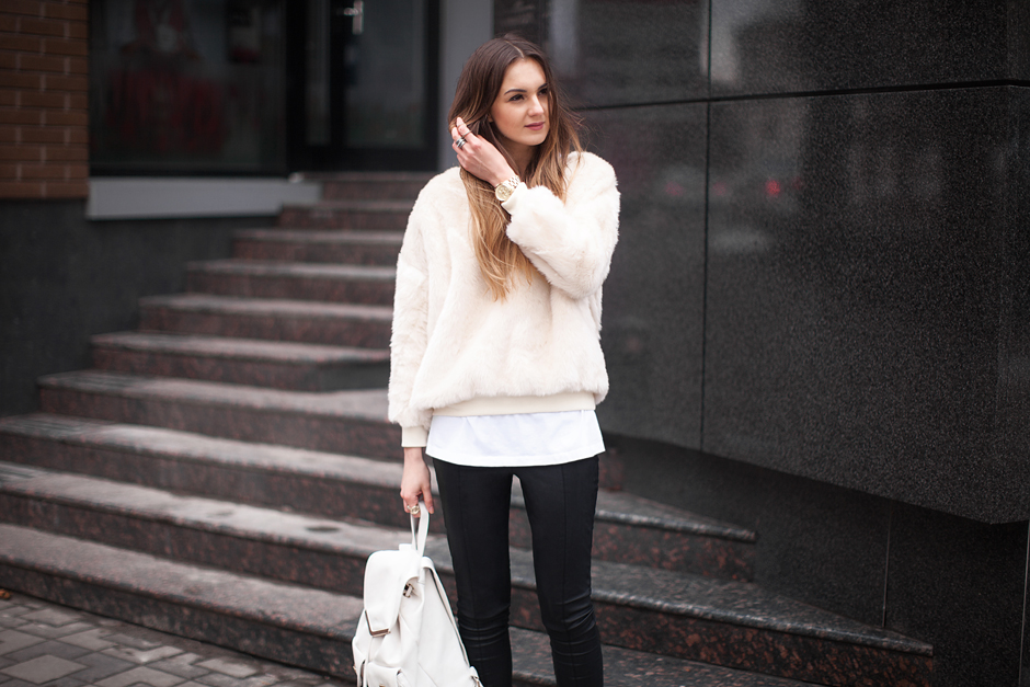 faux-fur-sweatshirt-street-style-outfit-blogger