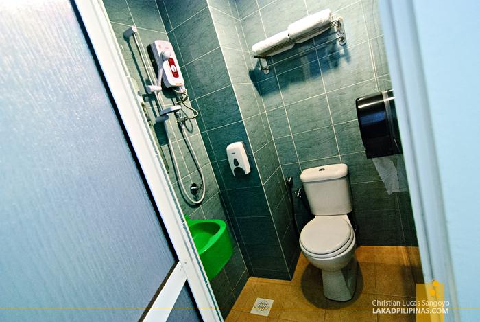 Apple Hotel En Suite Toilet and Bath in Bukit Bintang, Kuala Lumpur