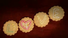 Drawing on ginger cookies.