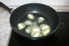 25 - Butter in Pfanne zerlassen / Melt butter in p…