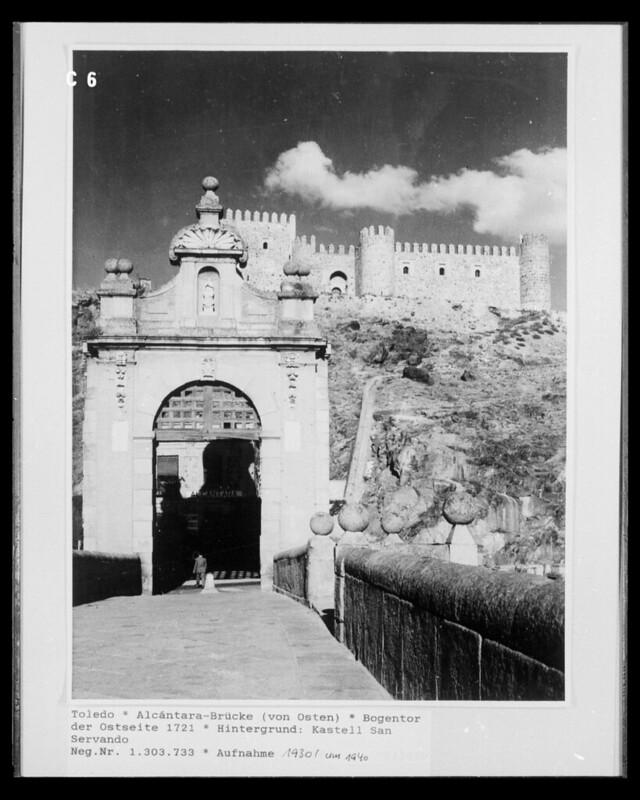 Castillo de San Servando desde el Puente de Alcántara en 1952. Fotografía de Erika Groth-Schmachtenberger ?