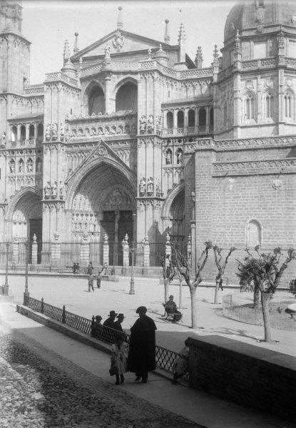 Plaza del Ayuntamiento y Catedral de Toledo en 1899. Fotografía de René Ancely © Marc Ancely, signatura ANCELY_1899_2541_2545