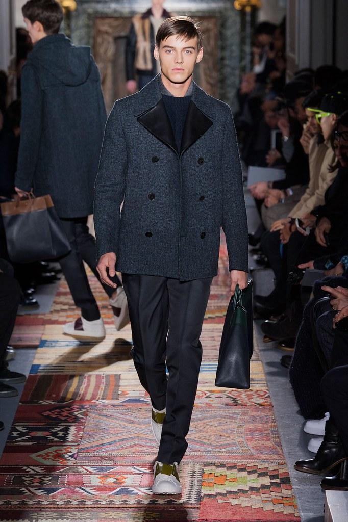 Robbie Wadge3684_5_FW14 Paris Valentino(fashionising.com)