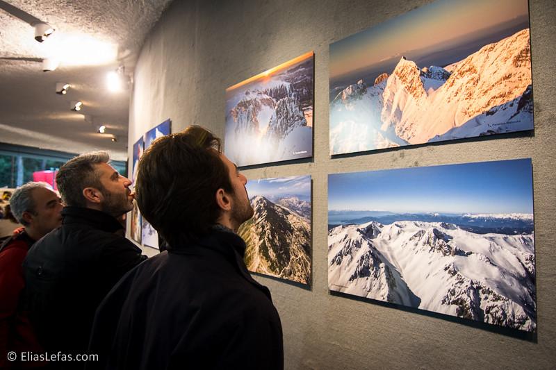 Μερικά εκθέματα πέντε γνωστών φωτογράφων δράσης είχαν την ευκαιρία να θαυμάσουν αλλά και να αποκτήσουν οι επισκέπτες του φεστιβάλ τα έσοδα των οποίων υποστήριξαν την δράση του φιλανθρωπικού ιδρύματος 'Χάρισε Ζωή' | © Elias Lefas