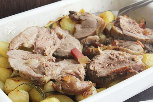 Cordero al horno relleno de dátiles y jamón www.cocinandoentreolivos.com (17)