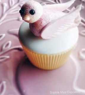 Cupcake with sparkly bird