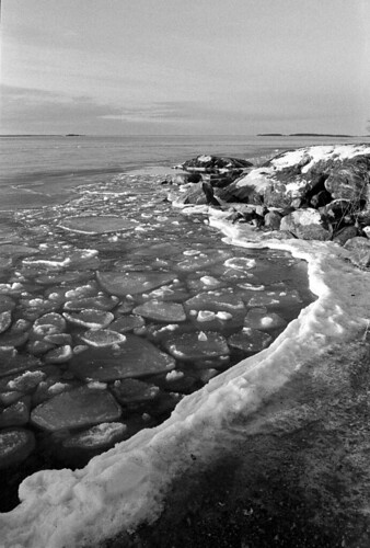 winter film ice analog canon one shot 28mm 11 150 hp5 a1 20 rodinal ilford f28 min breaking fd waterscape °c r09 compard