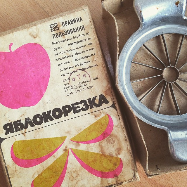 Applecutter. Terms of use: applecutter is taken by the handles, the central knife is superimposed on an apple core, cutting into sections with the core removing is carried out by pressing. #soviet #sovietstuff #ussr #бред