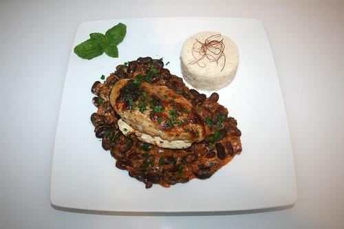 49 - Chicken breast on kidney beans - Served / Hähnchenbrust auf Kidneybohnen - Serviert