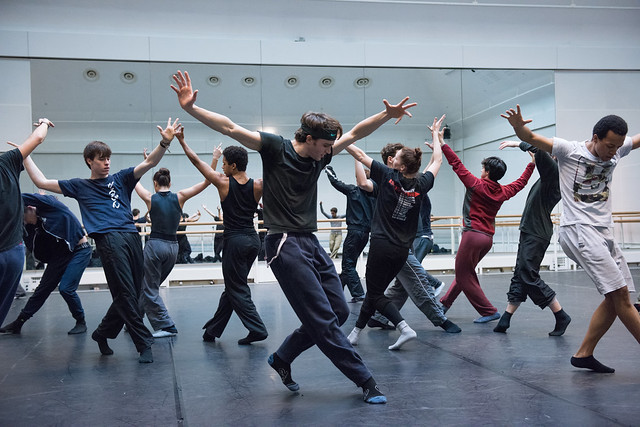 Members of The Royal Ballet including Matthew Ball, Solomon Golding and Calvin Richardson rehearsing Hofesh Shecter © ROH