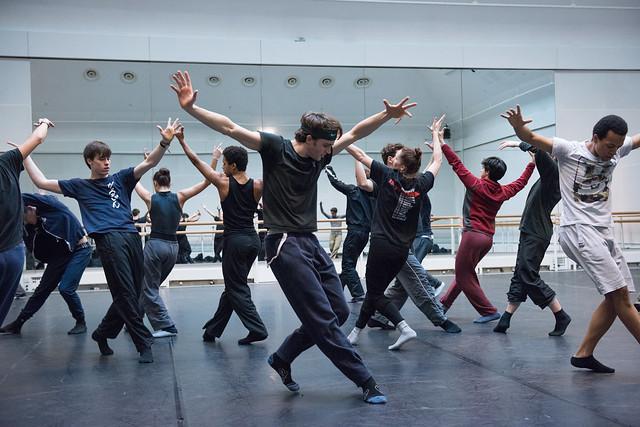 Members of The Royal Ballet including Matthew Ball, Solomon Golding and Calvin Richardson rehearsing Hofesh Shecter © ROH
