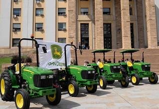 Entrega tractores de la III etapa del Programa de Maquinaria Agrícola Comunitaria