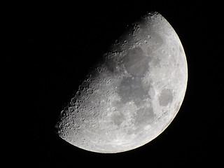 growing moon 01
