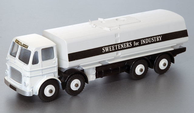 Dinky Supertoys 944 Leyland Octopus Tanker Sweeteners for Industry