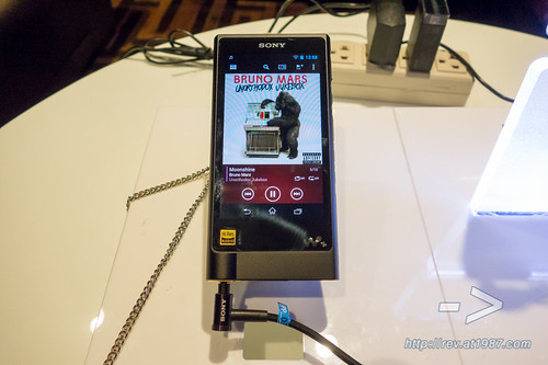Sony WALKMAN ZX2 Media Preview
