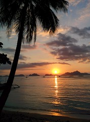 A waft of Palawan air, a view of a beautifulI El Nido sunset.