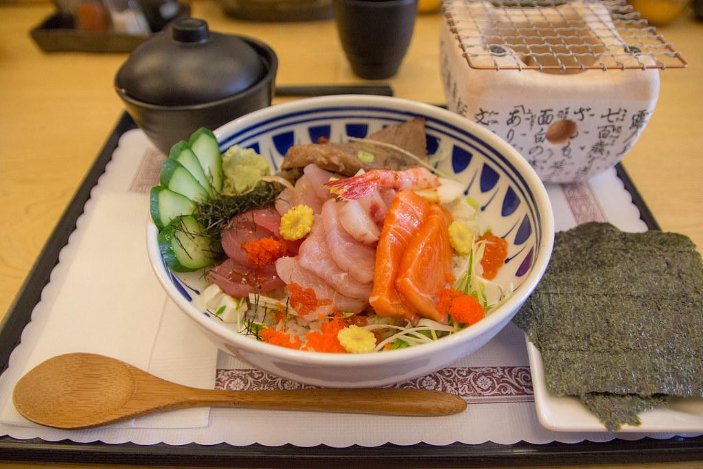 日本料理生魚片丼飯