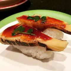 brûlée takenoko #sushi #takenoko #osaka #chojiro #japan #筍 #寿司 #長次郎