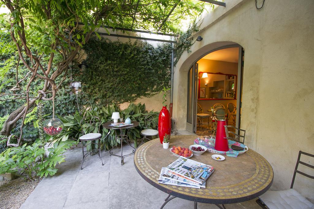Provence cyling Avignon B&b terrace