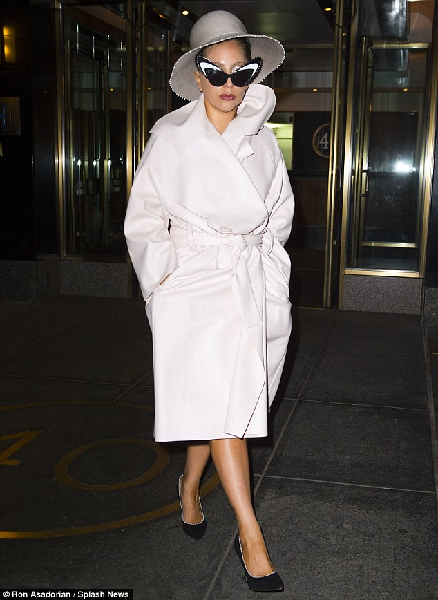 robe-coat-trend,floor length robe coats, pastel blue robe coat, Rochelle Humes for Very faux fur wrap collar robe coat