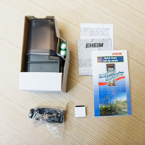 All the items that come with the Eheim Automatic Fish Feeder
