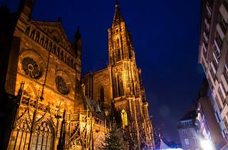 Cathédrale Notre Dame de Strasbourg à la tombée de la nuit