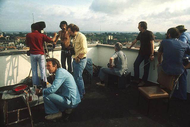 Fall of Saigon - Phóng viên ngoại quốc tường thuật ngày Saigon sụp đổ từ trên sân thượng một toà nhà