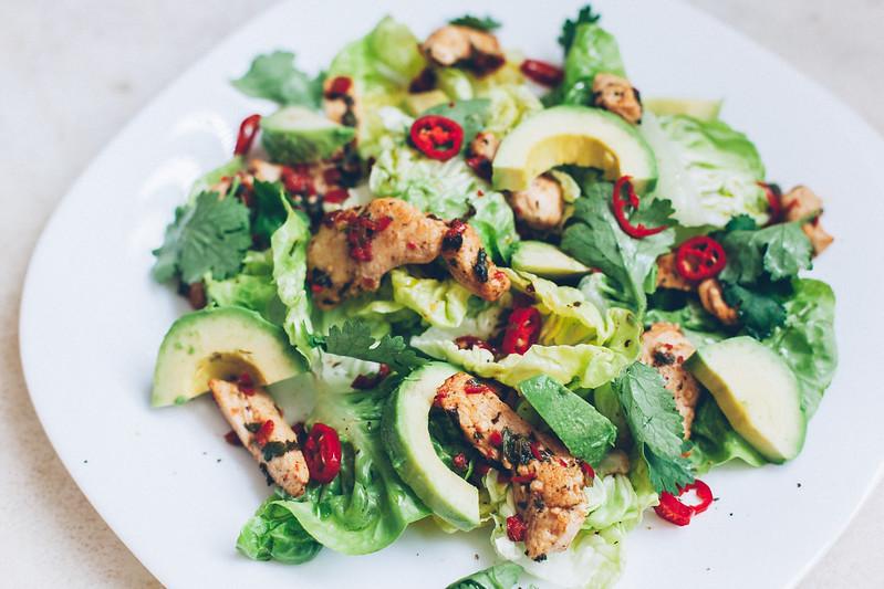 Salada de Frango, Abacate, Pimenta e Coentro