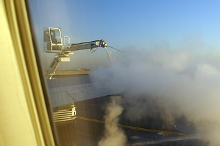 DEICING BEFORE FLIGHT CDG-ATL 767 N173DZ DELTA