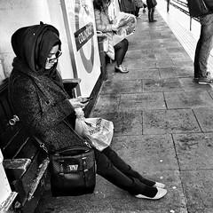 Without art, the crudeness of reality would make the world unbearable.  - George Bernard Shaw    #cenasdometro #metro #london  #obsessedwithtube  #tube #concretejungle #urbanlife #dailylife #dailycommute #interestingpeople  #photooftheday #shutup_london