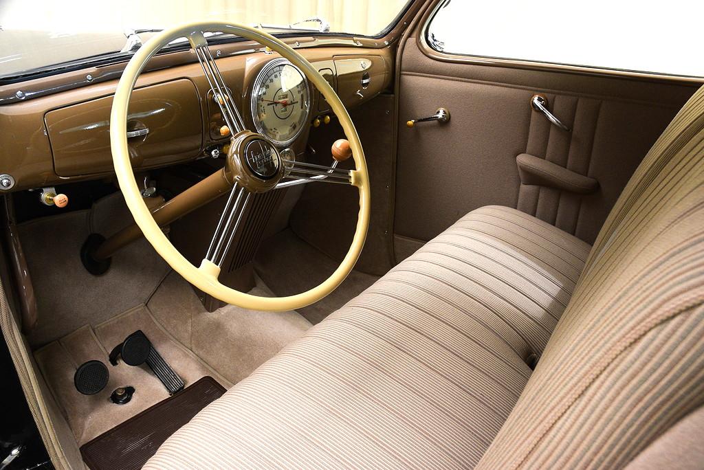 39008_H Lincoln Zephyr V12 3SPD Coupe_Black