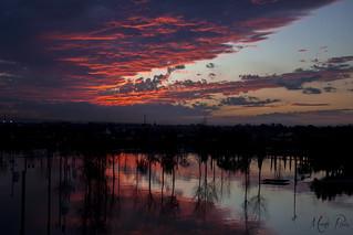 El Ebro reclama su terreno, y el cielo sus colores.