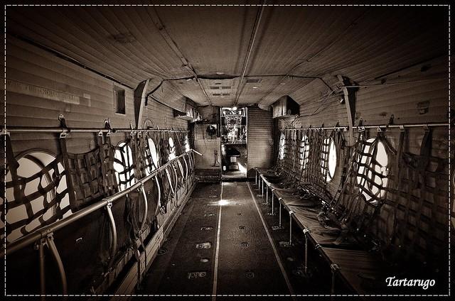 Interior de un DHC-4 Caribou