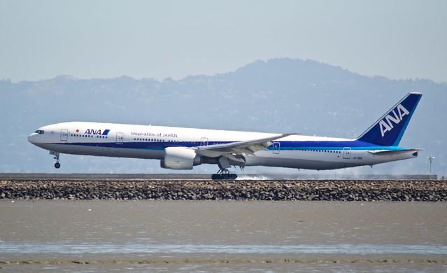 ANA Boeing 777 -300 tire smoke at touchdown SFO DSC_0433