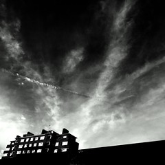 The house at the end of the sky. The things I see when I run at the park |London Tales|